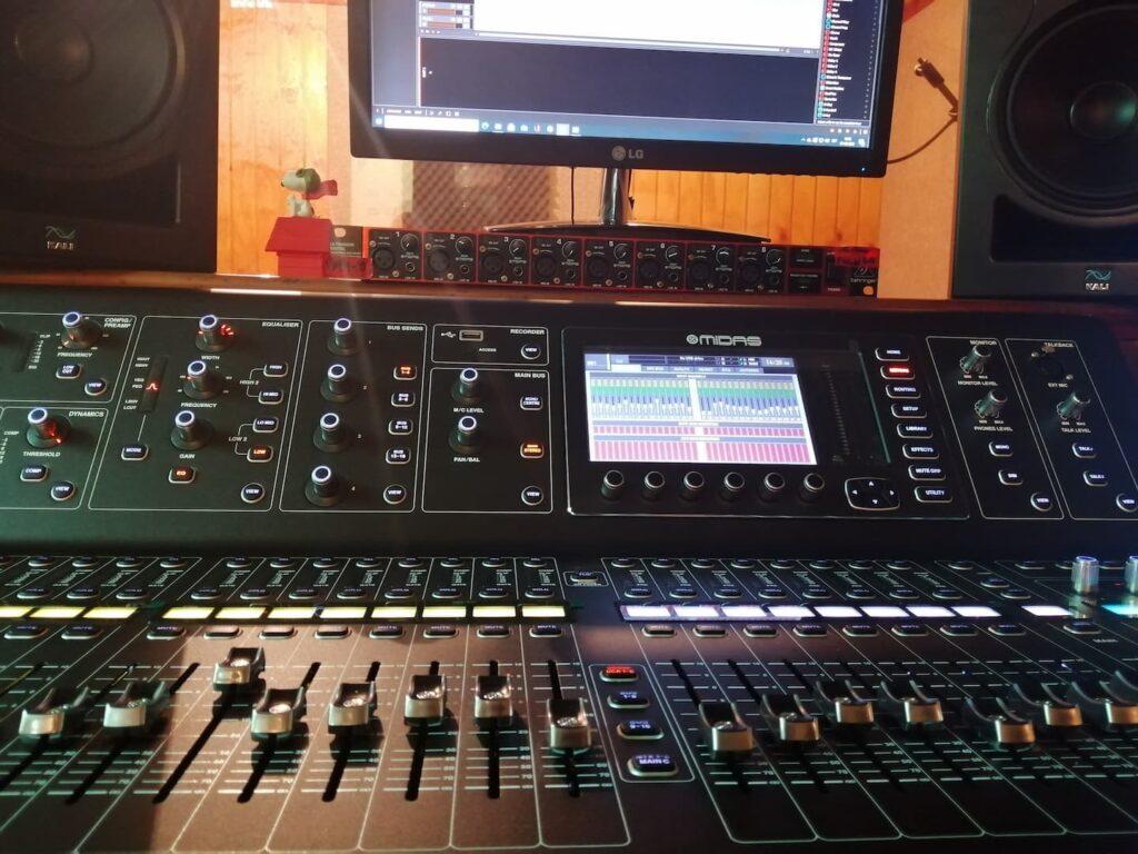 consola Mids 32 de Estudio de Grabación Proaudix